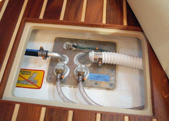Make Your Own Fiberglass Potable Water Tank - boats com