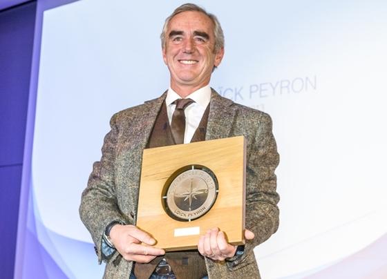Loïck Peyron Wins Seamaster Award