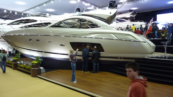 IPS pod-drive technology has opened up a full-beam master stateroom behind the big window, under the main saloon.