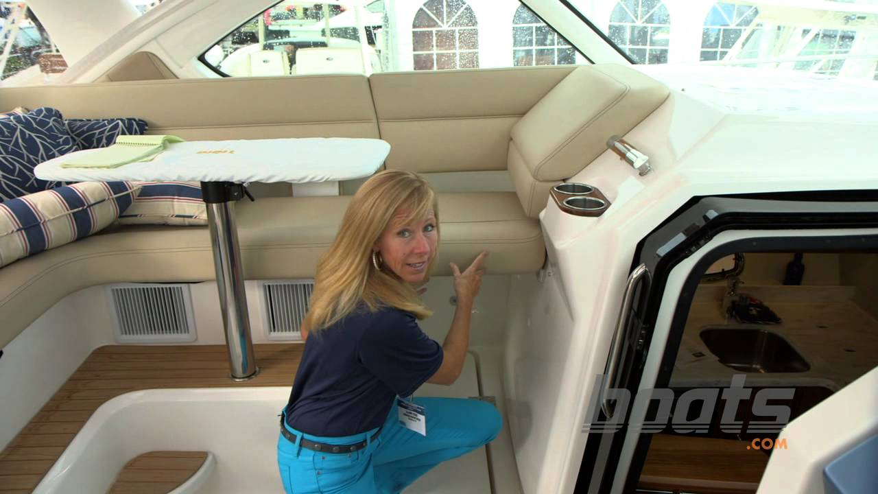 Tiara Coronet 3900: Luxurious Day Boat