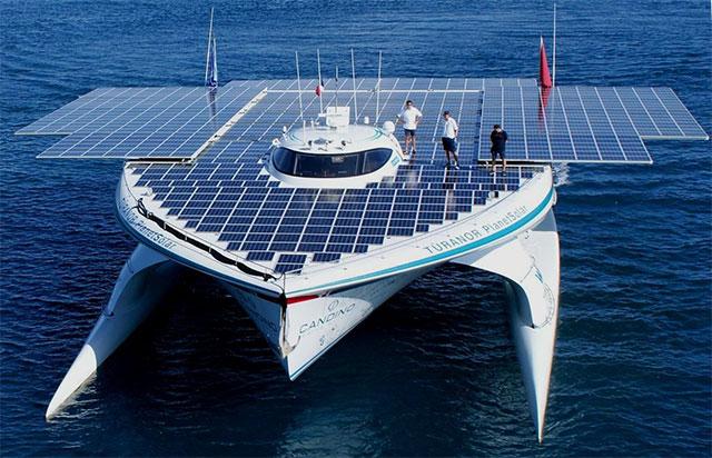 8-Solar-Boat