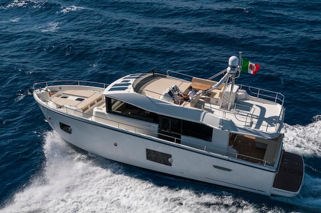 Cranchi 53 Eco trawler running