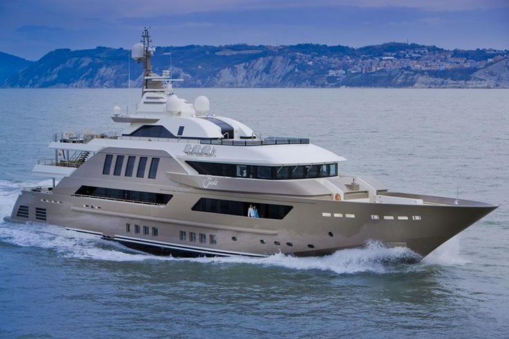 The old criticism of yachts looking like wedding cakes, with successively smaller tiers perched atop one another, goes out the window with J'ade. She has thoroughly modern styling, with an equally modern paint job that complements the corporate colors of CRN, in a shimmering cappuccino tone.