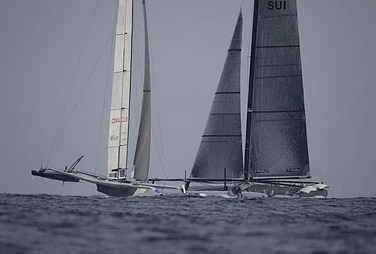 Alinghi held a narrow lead near the first mark but could not hold the lead over USA after tacking.