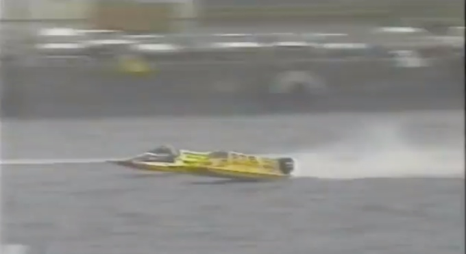 Manic Monday Videos: Powerboat racing barrel roll