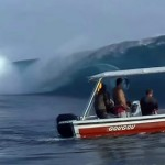 Manic Monday Video: Big Wave Hits Boat