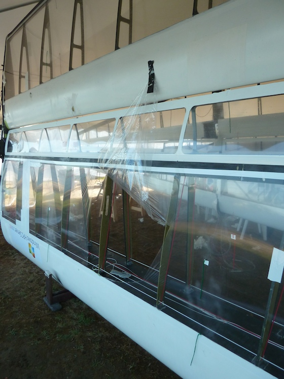 How do you get at the sail control lines? The second Canadian entry, Orion, shows how. Just tear off the plastic.