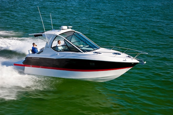 A very tall windshield will make the new Four Winns V305 an easy boat to identify on the water.