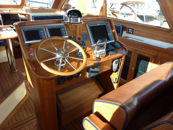 Positioned aft in the main saloon, the helm station on the Hood 43 keeps the skipper and guests together.