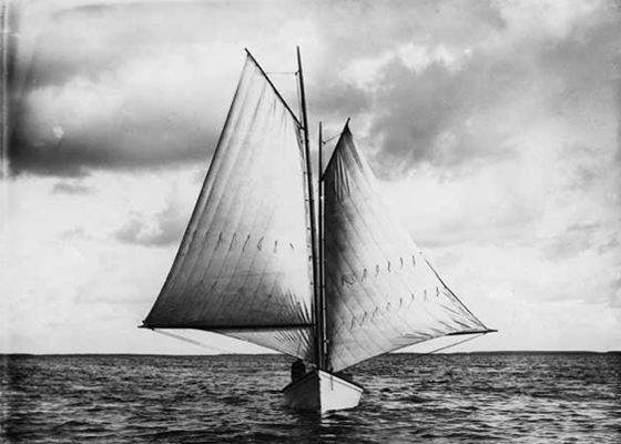 Ralph Munroe's Kingfish, a sharpie-like design that he used to travel up and down the Florida coast. Photo: HistoryMiami Archives & Research Center.