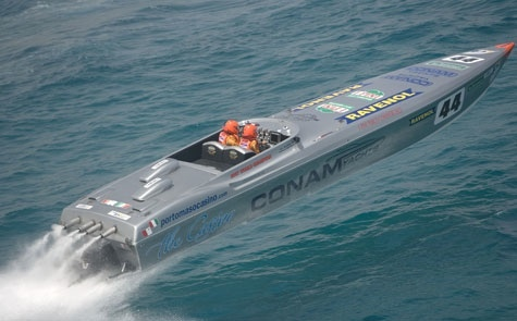 The #44 Conam Yachts boat won all but one race in 2008.