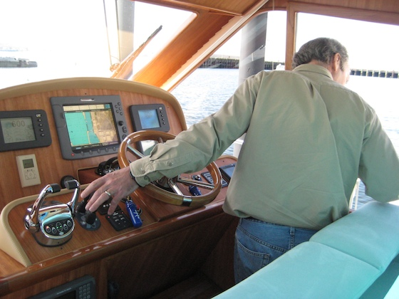 Ray uses bow and stern thrusters to maneuver by the dock. After lowering the electric window, he can lean out for a better look.